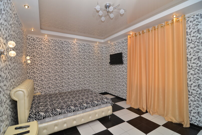 Двухкомнатный улучшенный люкс (№12), Кипарисовая аллея, 4А, Судак - Фотография 1
