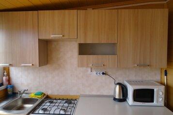 2-ух этажный деревянный домик , 48 кв.м. на 6 человек, 2 спальни, Прибрежная улица, Голубицкая - Фотография 4