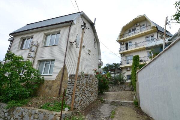 Гостевой дом, ул Слуцкого , 9 на 11 номеров - Фотография 1