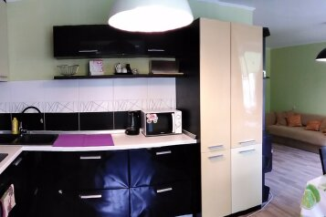 2-комн. квартира, 70 кв.м. на 5 человек, Кооперативная улица, Черноморское - Фотография 1