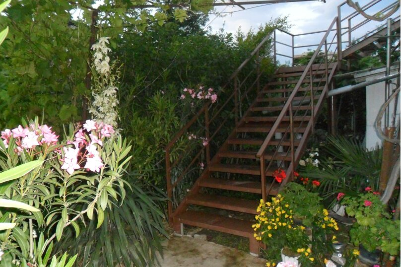 Гостевой дом в 10 минутах от моря с балконами, улица Ленина, 33/2 на 2 комнаты - Фотография 3