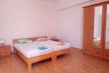 """Одноэтажный коттедж (2 спальни-номера со всеми удобствами и кухней, сдаются как вместе, так и по отдельности), 64 кв.м. на 6 человек, 1 спальня, СОТ """"Капсель"""", 94а, Судак - Фотография 2"""