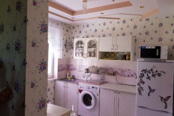 Дом, 50 кв.м. на 5 человек, 2 спальни, Уральская улица, 7, Севастополь - Фотография 1