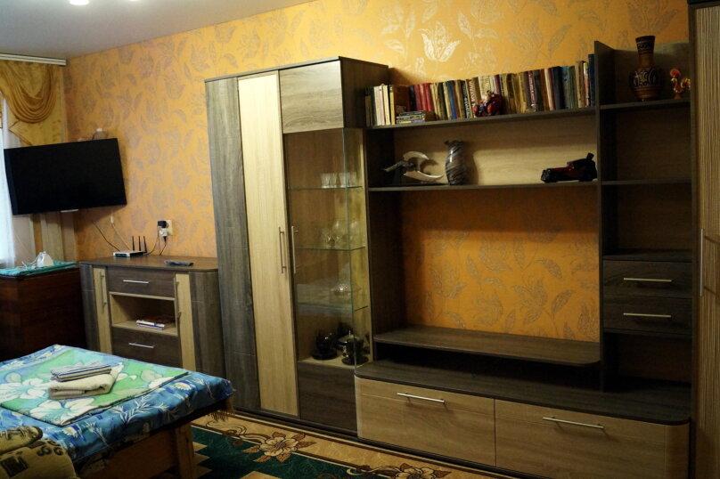 3-комн. квартира на 9 человек, улица Нахимова, 19, поселок Орджоникидзе, Феодосия - Фотография 1