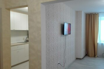 2-комн. квартира, 58 кв.м. на 5 человек, улица Юлиуса Фучика, Чебоксары - Фотография 2