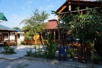 Мини-Гостиница, улица Лакоба на 5 номеров - Фотография 1