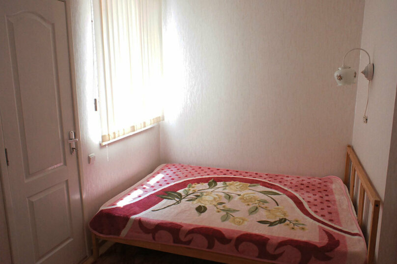 №2.  2 местный номер с двуспальной кроватью:, квартал Сигнальный, 2, Ольгинка - Фотография 1