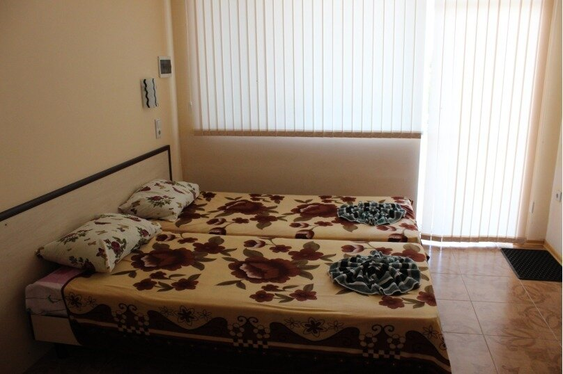 Отдельная комната, Набережная, 1а, село Прибрежное (Евпатория) - Фотография 1