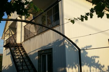 "Гостиница ""На Щедрина 14"", улица им. Вице-адмирала Щедрина, 14 на 4 комнаты - Фотография 1"