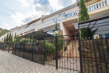 """Гостиница """"Лазурный"""", Судакское шоссе, 4а на 6 комнат - Фотография 1"""