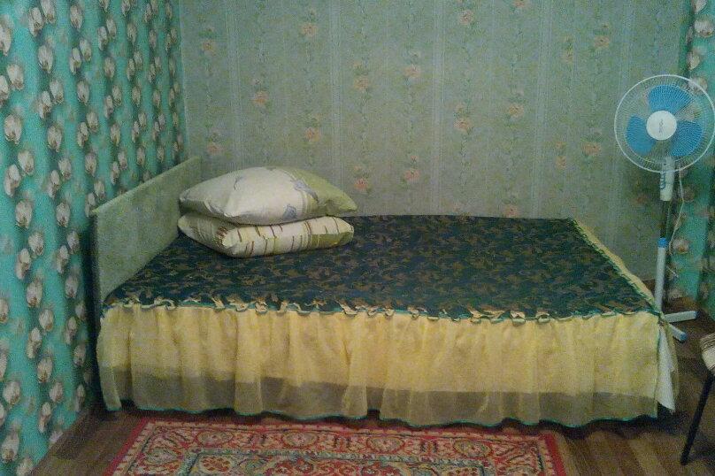 Комната 5 а: на 2-3 человека, отдельный вход, под ключ, в гостевом домике, улица Александрова, 4, Соль-Илецк - Фотография 1