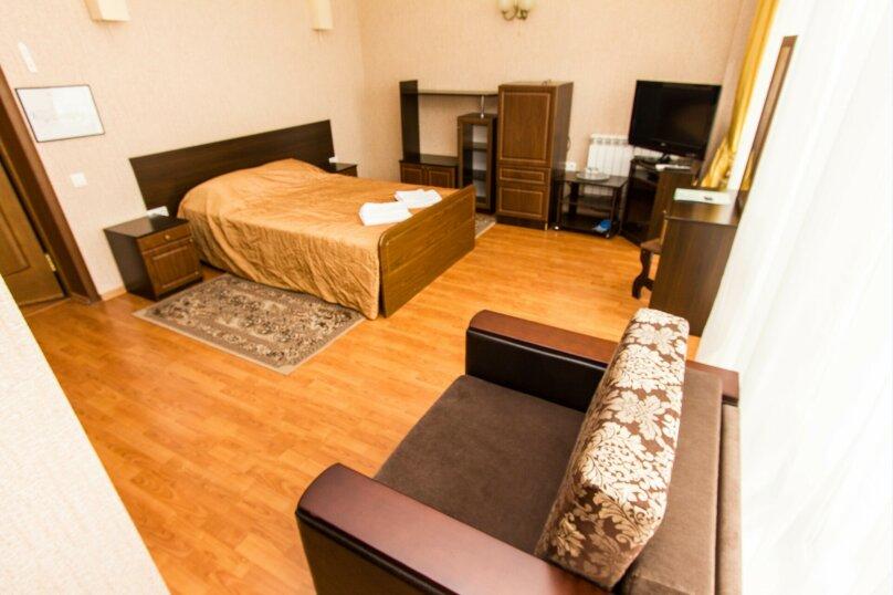 №4,5 Двуспальная кровать с дополнительным местом, улица Энгельса, , Краснодар - Фотография 1