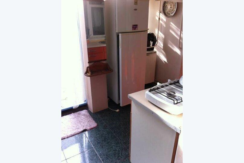 3- х комнатный дом с отдельным двором, 60 кв.м. на 6 человек, 2 спальни, улица Кирова, 12, Евпатория - Фотография 5