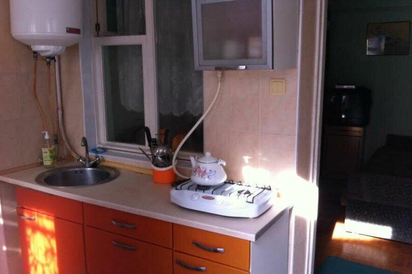 3- х комнатный дом с отдельным двором, 60 кв.м. на 6 человек, 2 спальни, улица Кирова, 12, Евпатория - Фотография 6