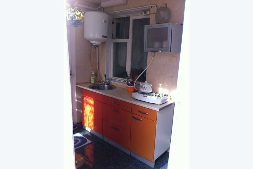 3- х комнатный дом с отдельным двором, 60 кв.м. на 6 человек, 2 спальни, улица Кирова, 12, Евпатория - Фотография 7