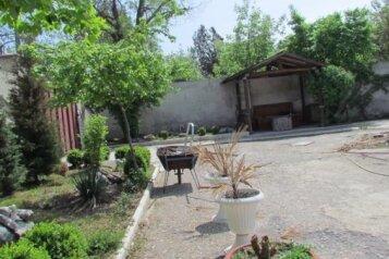 Дом с отдельным большим двором, 100 кв.м. на 8 человек, 4 спальни, Московская улица, Евпатория - Фотография 2
