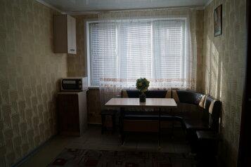 2-комн. квартира, 64 кв.м. на 6 человек, Вяземская улица, Советский район, Астрахань - Фотография 1