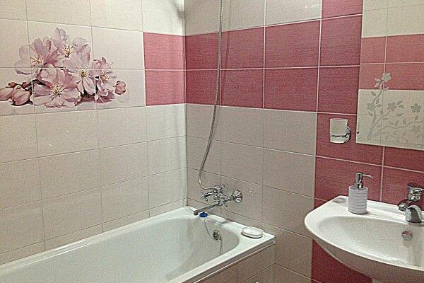 1-комн. квартира, 38 кв.м. на 4 человека, Суворовская улица, 79, Новороссийск - Фотография 1