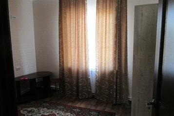 Сдается второй этаж дома посуточно, 103 кв.м. на 9 человек, 4 спальни, улица Лизы Чайкиной, Севастополь - Фотография 4