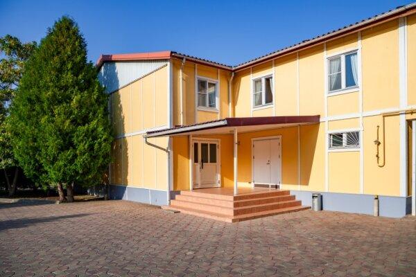 Гостиничный комплекс, улица 70 лет Октября, 6А на 20 номеров - Фотография 1