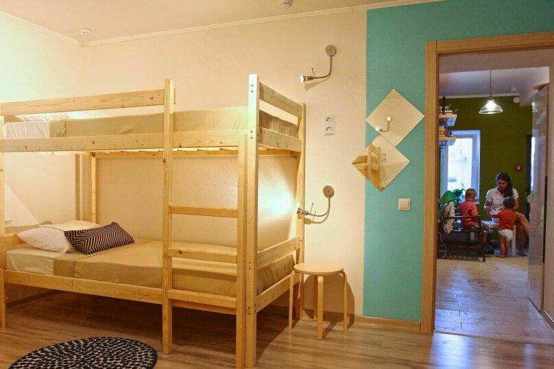 Кровать в общей 6-местной комнате, улица Ленина, 31А, Дивноморское - Фотография 1