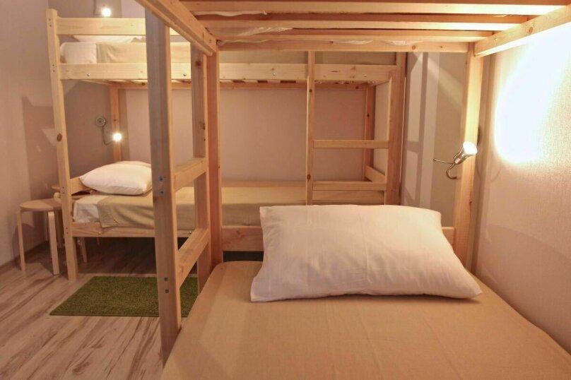 Кровать в общем номере на 4 человека, улица Ленина, 31А, Дивноморское - Фотография 1