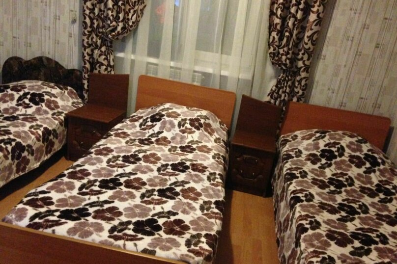3-местный эконом с раздельными кроватями, Ленина , 12 Б, Туапсе - Фотография 1