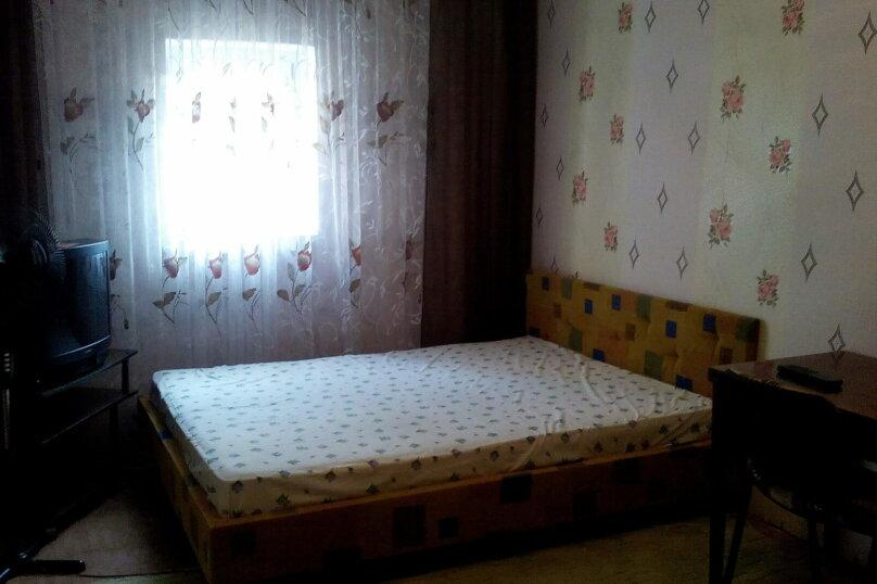 Комната 4 а:  на 2-4 человека в гостевом домике, улица Александрова, 4, Соль-Илецк - Фотография 1