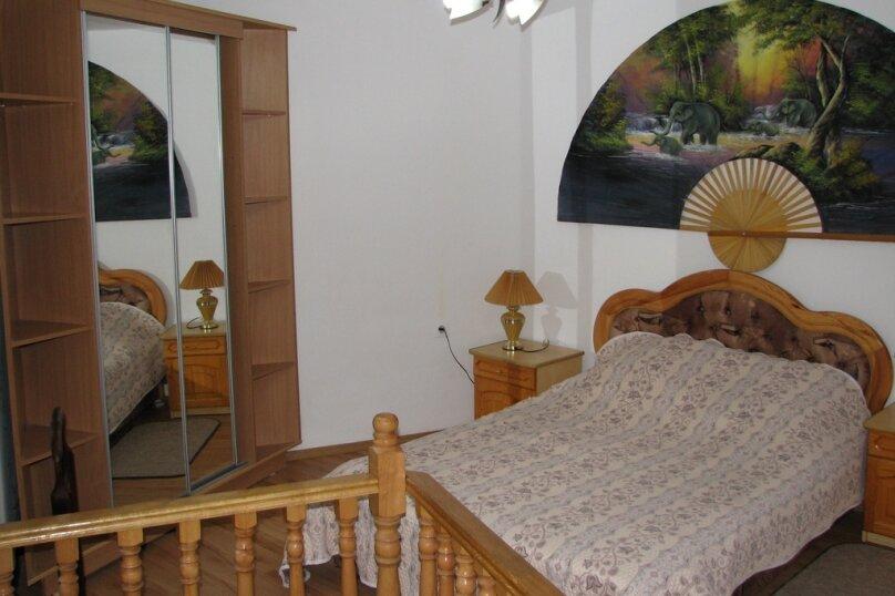 2-комн. квартира, 42 кв.м. на 5 человек, Мориса Тореза, 15, Ялта - Фотография 1