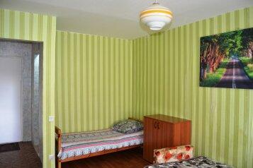 1-комн. квартира, 42 кв.м. на 5 человек, улица Матросова, 16, Смоленск - Фотография 2