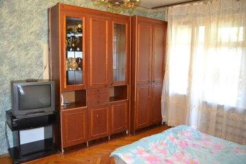 2-комн. квартира, 56 кв.м. на 5 человек, улица Николаева, Смоленск - Фотография 1