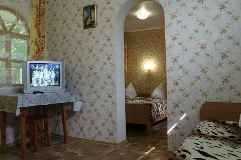 Номер на 4 человека 2 комнаты, кондиционер, гелио система., улица Гагарина, 64, Феодосия - Фотография 1