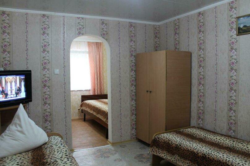 Номер на 4 человека из двух комнат., улица Гагарина, 64, Феодосия - Фотография 1