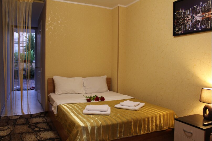 (1)семейный улучшенный стандарт на первом этаже , улица Ветеранов, 41, посёлок Орловка, Севастополь - Фотография 2