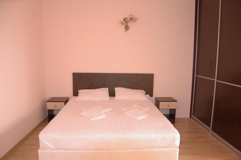 Люкс одокомнатный  30м2 ,  4х местный  , Комсомольская , 47, Оленевка - Фотография 1