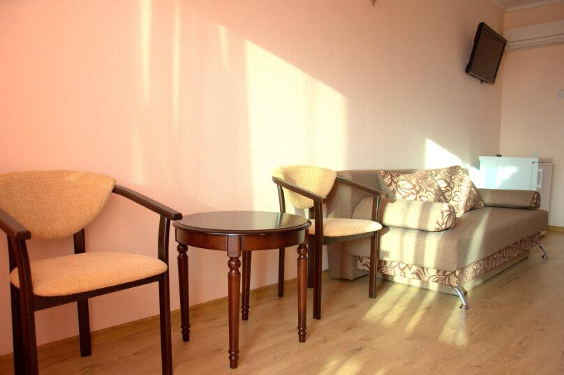 Люкс одокомнатный  30м2 ,  4х местный  , Комсомольская , 47, Оленевка - Фотография 2