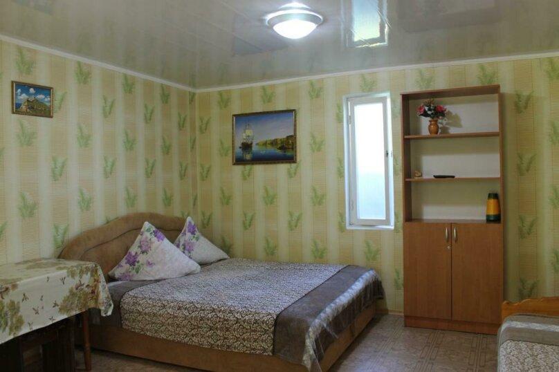 Номер с  двухспальной  кроватью на 4 человека П., улица Гагарина, 64, Феодосия - Фотография 1