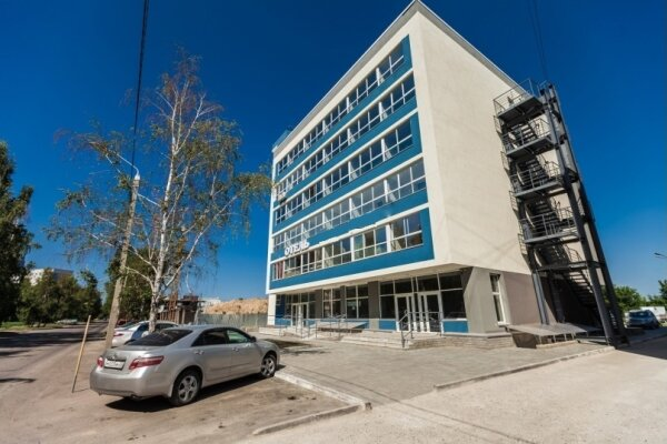 Отель, улица Шумакова, 16 на 11 номеров - Фотография 1