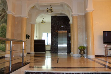 3-комн. квартира, 180 кв.м. на 6 человек, улица Орджоникидзе, 26Б, Сочи - Фотография 1