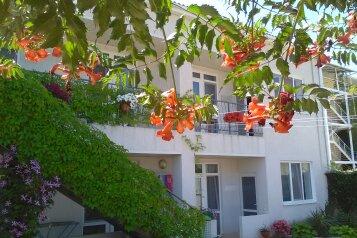 """Гостевой дом  """"Виктория"""", Сурожская улица, 33 на 12 номеров - Фотография 1"""