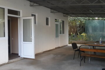 Гостевой Дом, 40 кв.м. на 4 человека, 2 спальни, улица Озен Бою, 7, Морское - Фотография 1