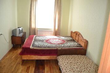 2-комн. квартира, 58 кв.м. на 6 человек, улица Нормандия-Неман, Смоленск - Фотография 1