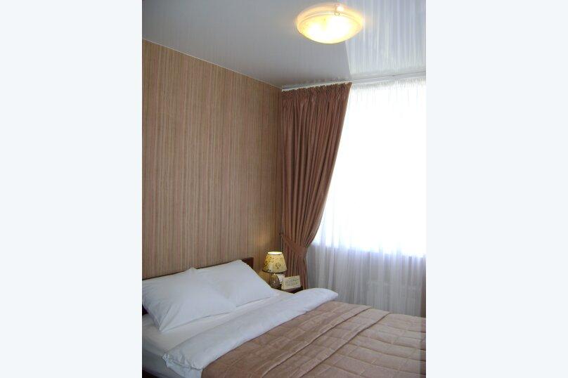 Номер 1 категории с двуспальной кроватью с кухней, Молодёжный проспект, 6, Нижний Новгород - Фотография 1