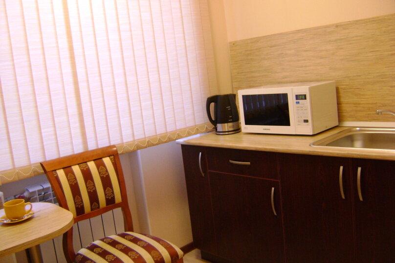 Номер 1 категории с двуспальной кроватью с кухней, Молодёжный проспект, 6, Нижний Новгород - Фотография 2