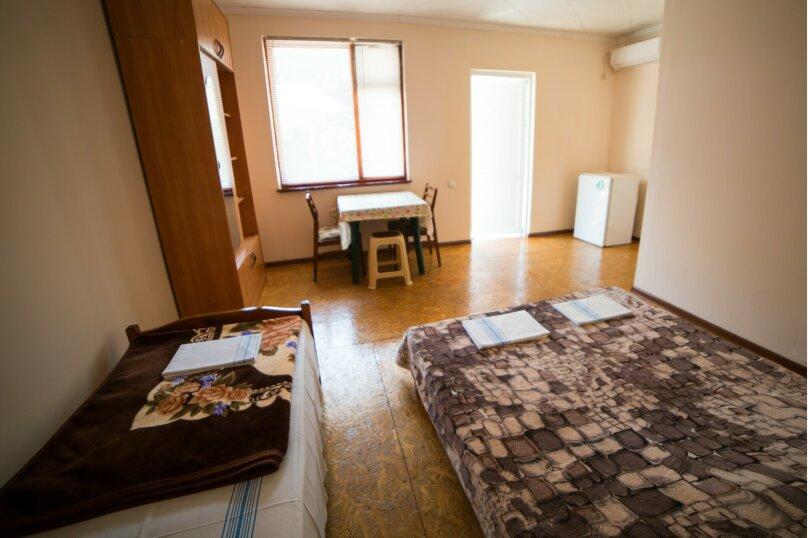 """Гостиница """"На Академика Сахарова 43"""", улица Академика Сахарова, 43 на 8 комнат - Фотография 10"""