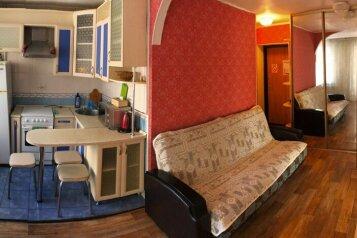 3-комн. квартира, 52 кв.м. на 6 человек, улица Фрунзе, Хабаровск - Фотография 1