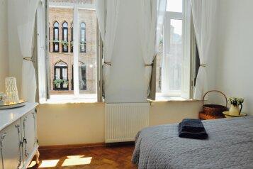 3-комн. квартира, 60 кв.м. на 7 человек, Mirza Fatali Akhundov, 3/10, Тбилиси - Фотография 1
