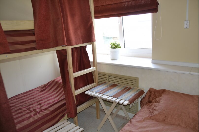 Кровать в общем номере на 3 человека, Первомайская улица, 3А, Углич - Фотография 1