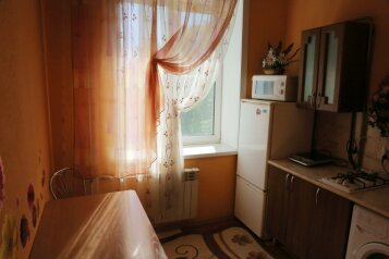 3-комн. квартира, 100 кв.м. на 9 человек, Красноармейская улица, 81, Бийск - Фотография 2
