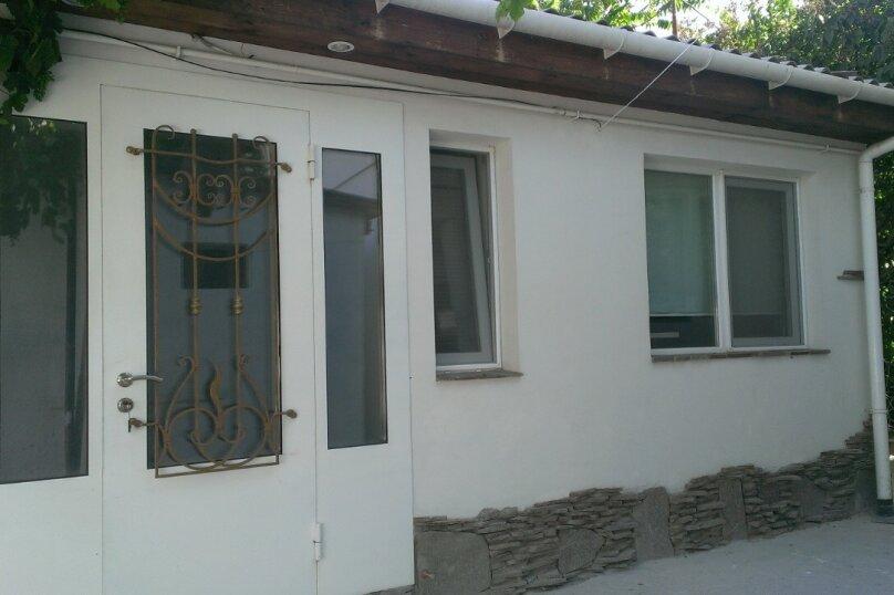 2-комн. квартира на 5 человек, улица Горького, 15А, Евпатория - Фотография 1